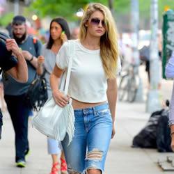 年度街头穿搭:潮模Gigi Hadid的时尚偏方