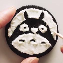 只需要一根牙签 你就能在饼干上剔出动画