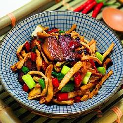 美味湘菜:简单又开胃萝卜干炒腊肉的做法