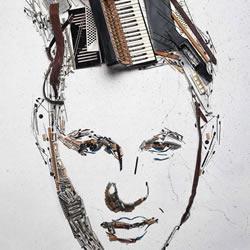将旧手风琴里两万个零件拆解 拼成人物肖像画