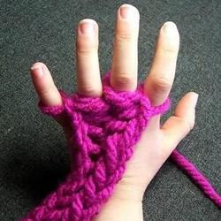 手织围巾教程不用针 围巾用手起针的方法图解