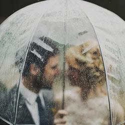 雨天也能演绎浪漫 唯美浪漫的雨中婚纱摄影