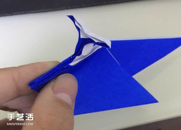 喷水鲸鱼的折法图解 折纸立体鲸鱼的过程步骤(2)