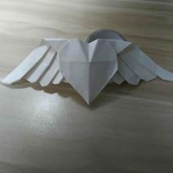 会飞的爱心折纸图解 有翅膀的心形折法步骤