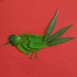 树叶贴画小鸟作品图片 幼儿树叶小鸟的做法