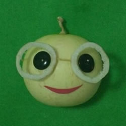 幼儿园水果小人制作 苹果和纽扣做小人图片