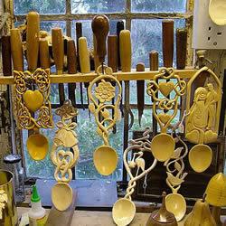 """""""爱""""勺木雕艺术家Adam King 的雕刻作品"""