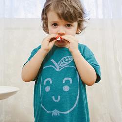 妈妈的手绘T恤DIY 送给可爱儿子的爱心礼物