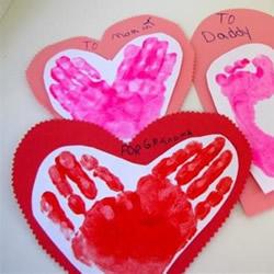 爱心贺卡的制作方法 把你的手掌脚丫都印上去