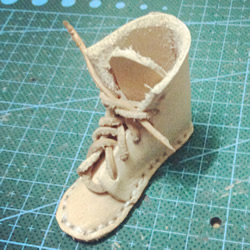 皮靴挂件的制作方法 自制迷你皮靴挂饰DIY图解