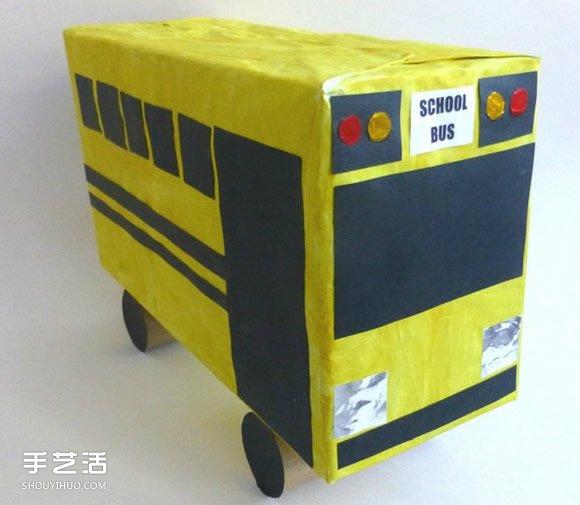 高端大氣的校車模型制作,小朋友們比比看,跟自己坐過的校車哪個更漂亮呢?簡單的廢物利用小制作,只需要準備鞋盒、卷紙筒、白紙、黑色卡紙、錫箔紙、顏料、畫筆、剪刀、膠帶紙和膠水。