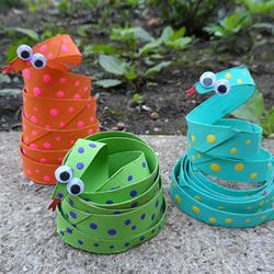 幼儿园小蛇手工制作教程 卷纸筒做玩具蛇的方法