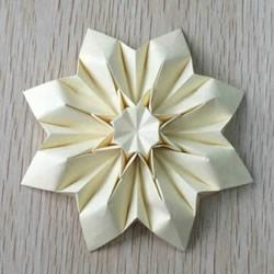 八瓣花的折法图解教程 折纸八瓣花的过程步骤
