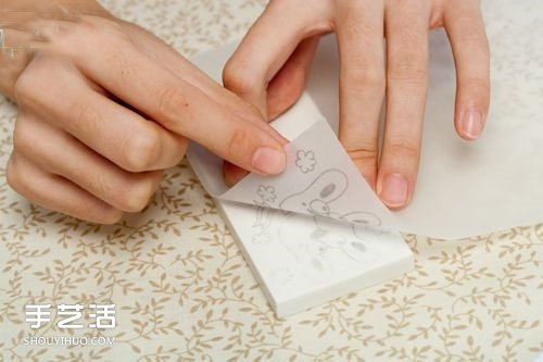 皮革坠项链DIY图解 用皮革制作项链礼物的方法 -  www.shouyihuo.com