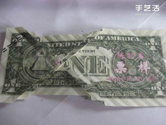 折纸美元鲤鱼的方法 用美元折鲤鱼怎么折图解 -  www.shouyihuo.com