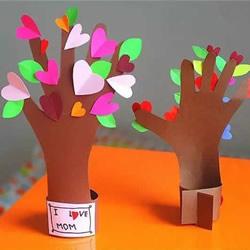 """幼儿园母亲节礼物:""""五指连心树""""手工制作"""