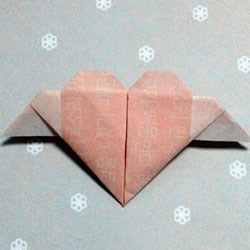 带翅膀桃心的折纸方法 折纸有翅膀爱心图解