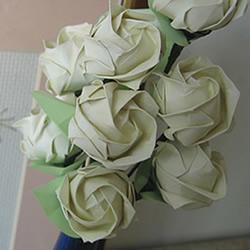 手工玫瑰花的折法图解 超详细折纸玫瑰步骤图