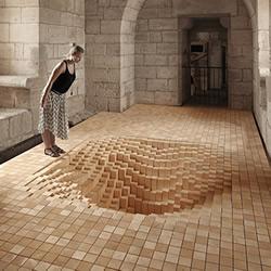 """3000块木头方块 制作将地板吞噬的""""陷阱"""""""