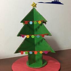 自制大圣诞树的方法 瓦楞纸制作大立体圣诞树