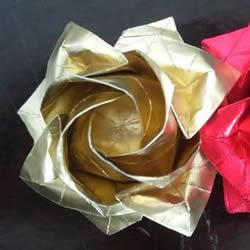 八瓣川崎玫瑰折法图解 折纸八瓣川崎玫瑰花