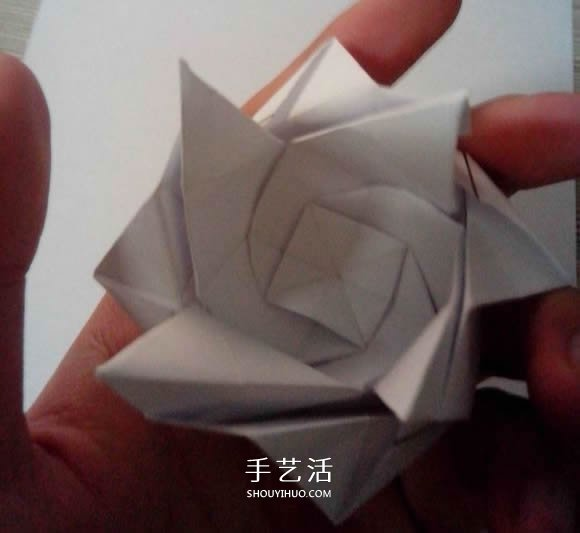 八瓣川崎玫瑰折法图解 折纸八瓣川崎玫瑰花 2图片