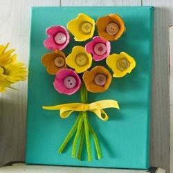 蛋托制作立体花朵装饰画 简单蛋托装饰画做法