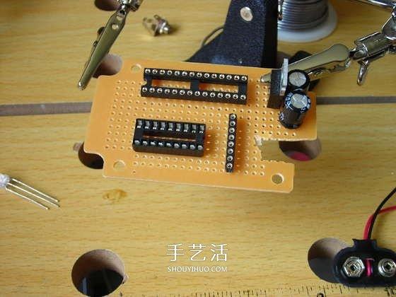 小制作 小科技 物理制作  ● 在制作电路板之前,先将电子元器件按照