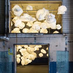 白纸配上LED灯光 耗费800小时的造云运动