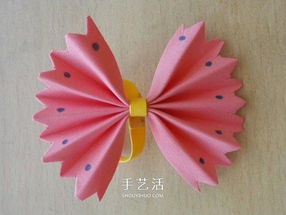 简单又美丽的蝴蝶结折法,即使是幼儿园的小朋友也可以轻松完成!准备粉色、黄色两种海绵纸,还有白乳胶、画笔和剪刀来学着做吧~