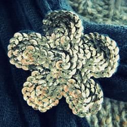 闪亮的布花制作方法 可以做成胸针和衣物装饰