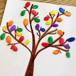 南瓜籽手工制作大树 幼儿园简单大树拼贴画