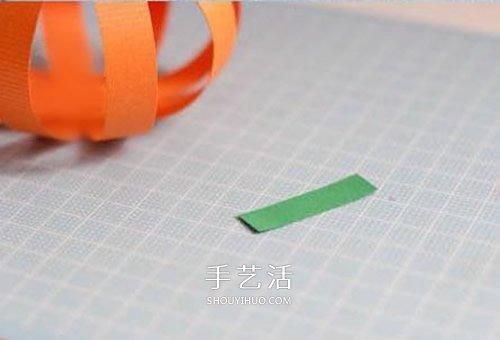 幼儿园 幼儿手工  就像上图这样粘贴. 把南瓜柄粘贴到南瓜的顶部.