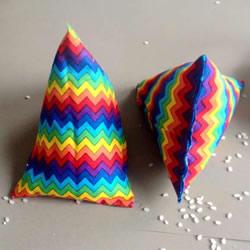 不织布书立的制作方法 手工布艺三角形书立