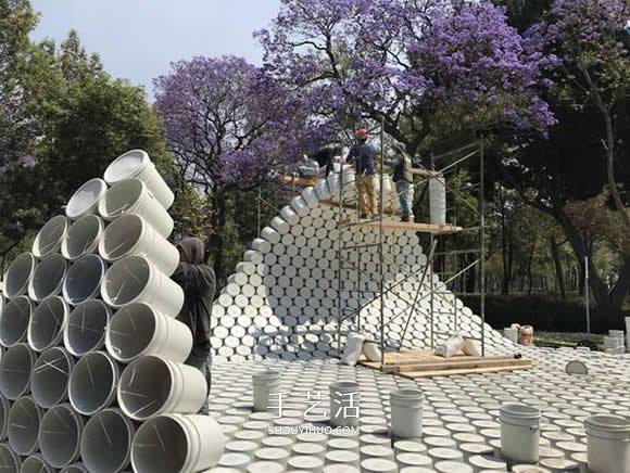 用水桶打造的装置艺术 呼吁解决城市停车乱象