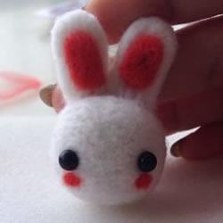 羊毛毡小兔子制作图解 简单手工羊毛毡兔子DIY