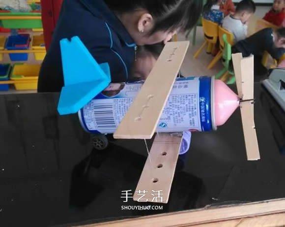 露露瓶子废物利用 DIY手工制作飞机模型图片 -  www.shouyihuo.com