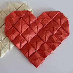 线穿浪漫爱心的折法 创意情人节爱心折纸图解