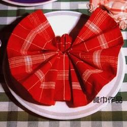 餐巾折蝴蝶的方法图解 折叠餐巾蝴蝶的教程