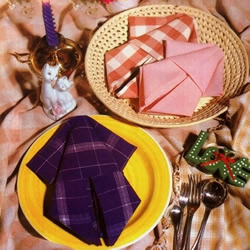 餐巾折叠鱿鱼的方法 简单餐巾鱿鱼的折法图解