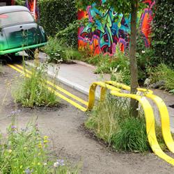 双黄线请绕道!大自然优先的街头装置艺术
