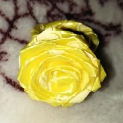 丝带折玫瑰花戒指图解 怎么折丝带玫瑰戒指