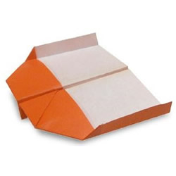 纸飞机怎么折飞得久 最简单的飞机折法图解