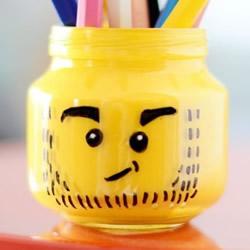 乐高风卡通笔筒DIY 玻璃瓶做可爱笔筒的方法
