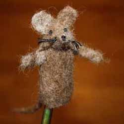 又丑又可爱!简单羊毛毡小老鼠手工制作图解