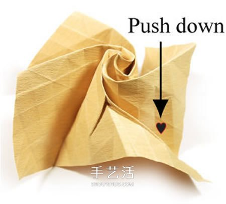 卷心玫瑰花的折纸步骤 手工卷心纸玫瑰的折法(4)