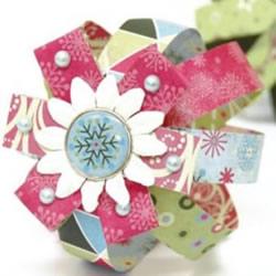 卡纸手工制作圣诞节装饰球体和花球的方法