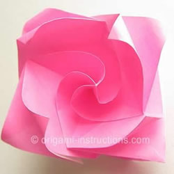 旋转玫瑰怎么折图解 手工旋转的玫瑰花折纸
