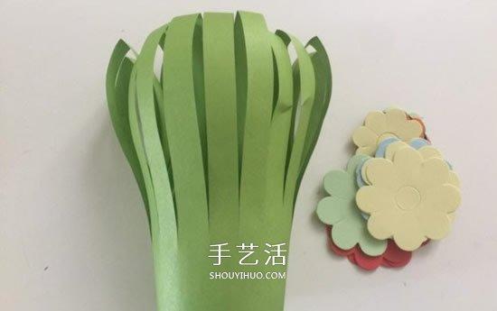 送给老师的花:幼儿手工剪纸漂亮花丛图解 -  www.shouyihuo.com