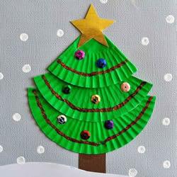 蛋糕纸圣诞树的做法 简单又可爱平面圣诞树DIY